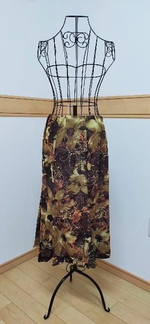 レディースファッションのロングスカートの大人っぽいタイプのマーメイドライン