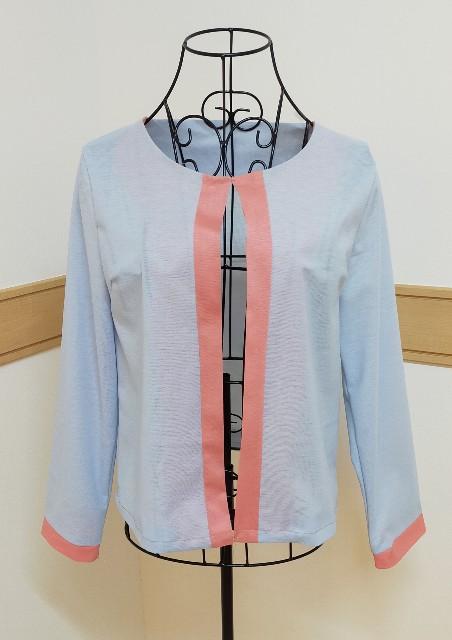 おしゃれな可愛い水色とピンクのバイカラーのカーディガンのジャケット