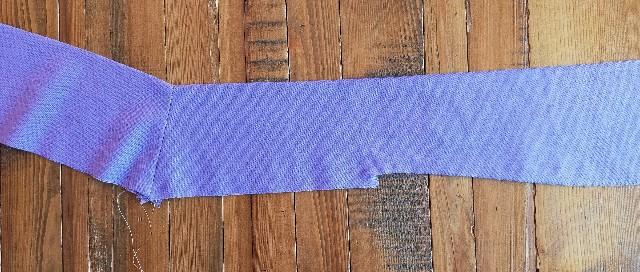 リボンの衿のカットソーのお洒落な服の縫い方