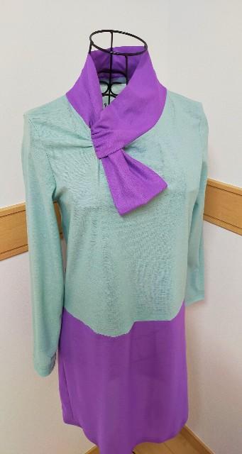 レディースの服のお洒落なタイの服