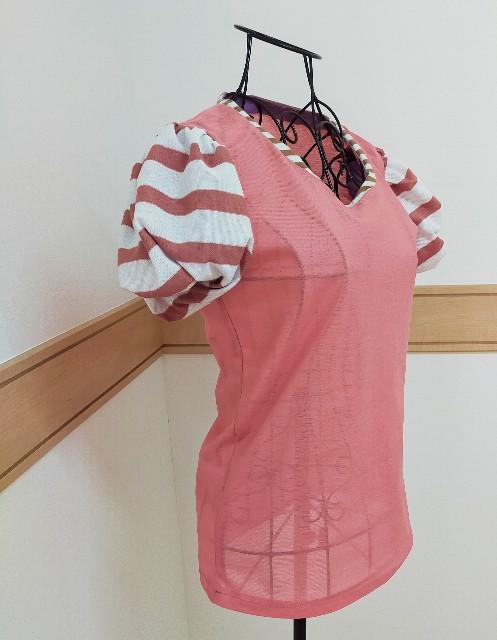 洋裁のハンドメイドのカットソーのニットのブラウスのパフスリーブのクルールの型紙の不思議の国のアリスの可愛い服を作ったトップス