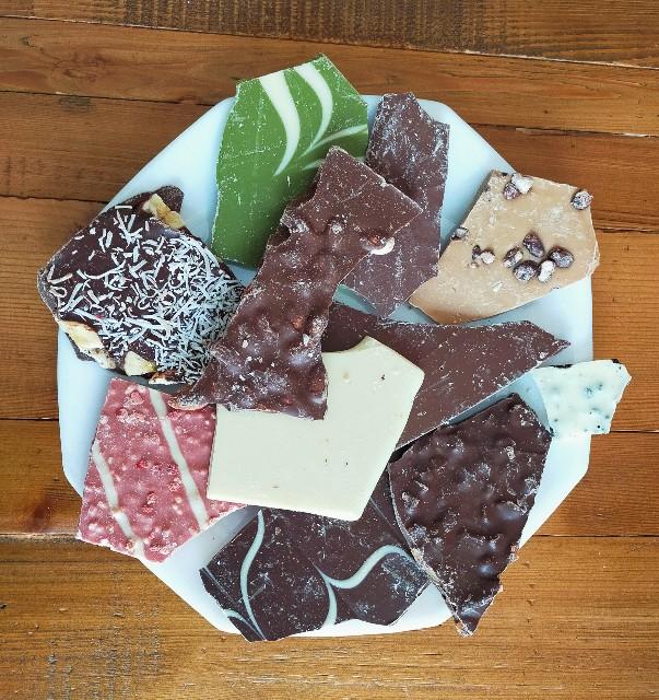 西内花月堂の訳ありのチョコの1kgのMIXの美味しいチョコの食レポ
