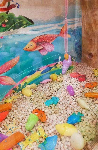魚釣りの玩具の幼稚園児のお気に入りの遊び