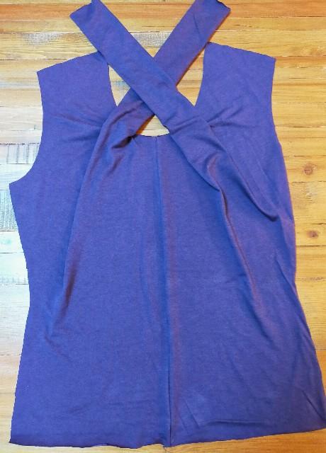 AVIVERの服のレビューの作った服のトップスの紫の凝ったデザインの個性的な服
