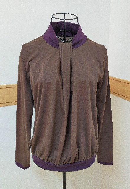 aviverのボータイのトップスのブラウスの大人の仕事服のバイカラーのハンドメイドのニットソーイングの洋裁のお洒落な服