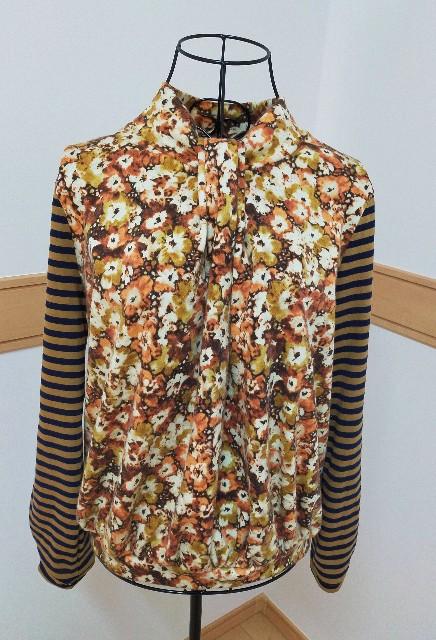 アヴィヴェの作った服のブラウスのトップスの仕事服のハンドメイドの洋裁のニットソーイングのボータイの衿の可愛い服