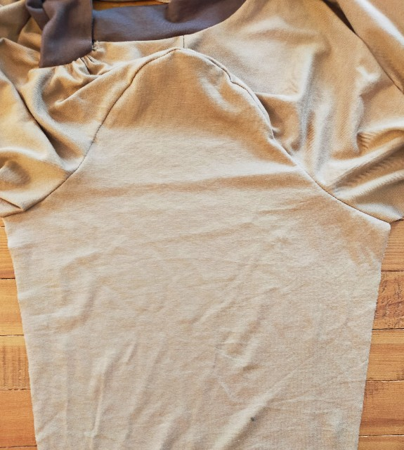 ハンドメイドのニットソーイングの袖の型紙の補正
