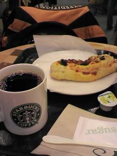 ピザと本日のコーヒーS@スタバ¥280+¥260