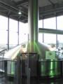 夕暮れ時の陽光に輝くサントリー武蔵野ビール工場の煮沸釜
