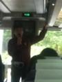 高谷技師長がバスに乗り込む