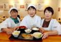 東京新聞:おばあちゃんの定食屋 盛況