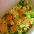 サッポロ一番×いなば チキンとタイカレー味 イエローカレーヌードル