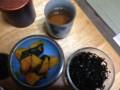 ほうじ茶、かぼちゃの煮物、昆布の佃煮