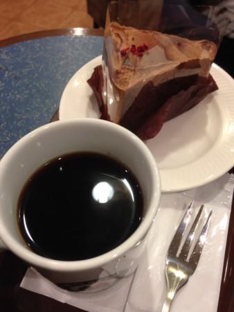 チョコクリームシフォンケーキとブレンドコーヒー