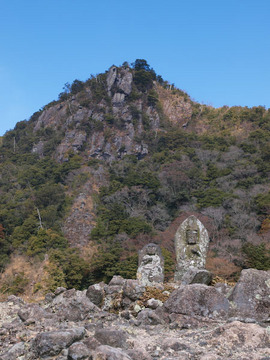 津波戸山の岩尾根