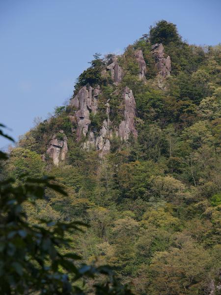 地蔵峠からみる岩峰