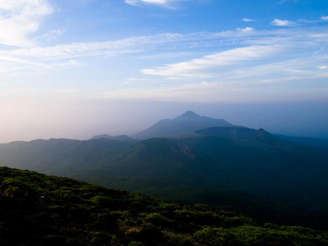 韓国岳より、高千穂峰と新燃岳