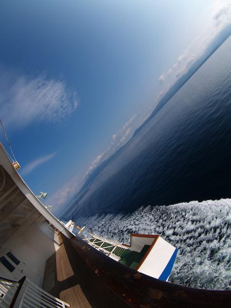 錦江湾を進む