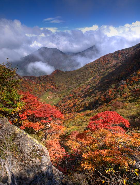 大鍋の紅葉と平治岳