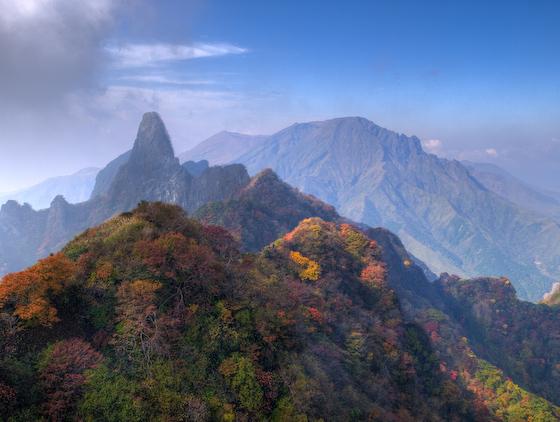 根子岳東峰より