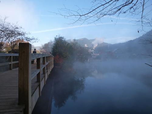 金鱗湖と朝霧