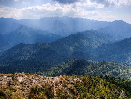 愛子岳山頂より、宮之浦岳方面