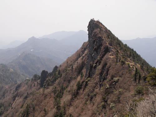 弥山から天狗峰を望む