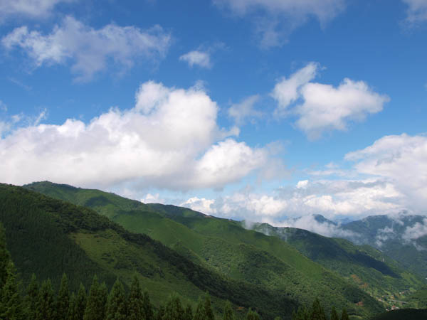 カシバル峠から小川岳ののぞむ