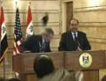 布什下台前突访伊拉克遭愤怒记者臭鞋袭击