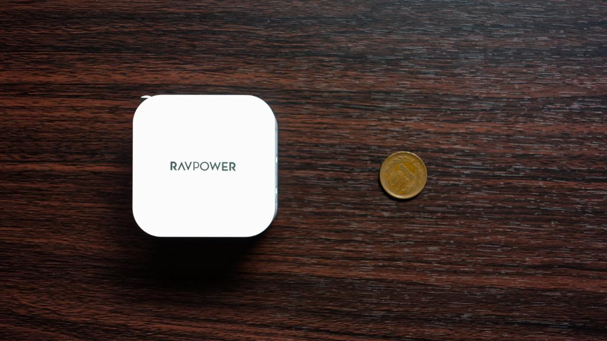 RAVPower PR-PC128 と10円玉を比較