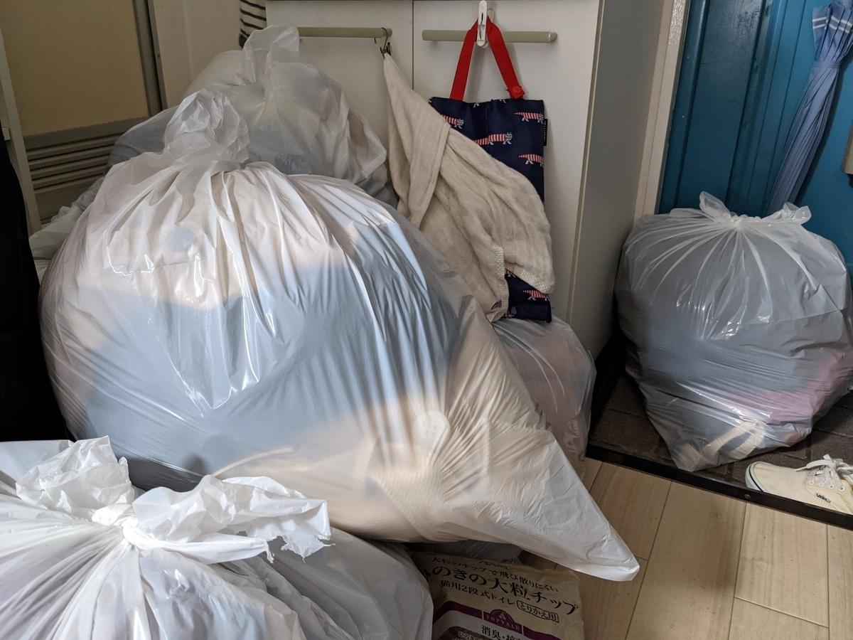 断捨離のコツは、メルカリで売れないものはすっぱりと捨てること
