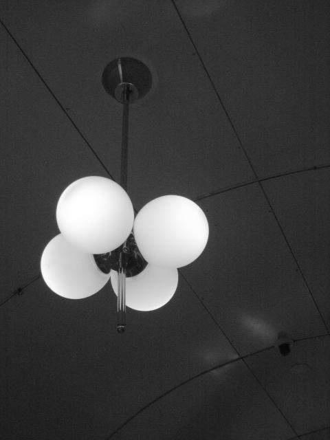 1:54 pm ~ 1:55 pm 梅田・新阪急ビルの画像