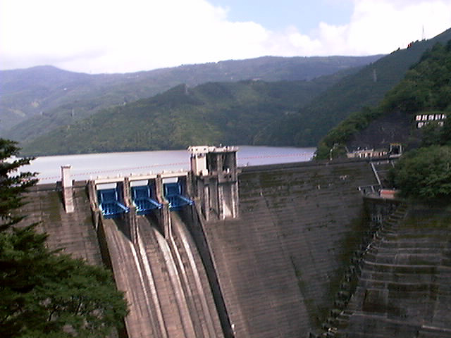 井川ダム(大井川)