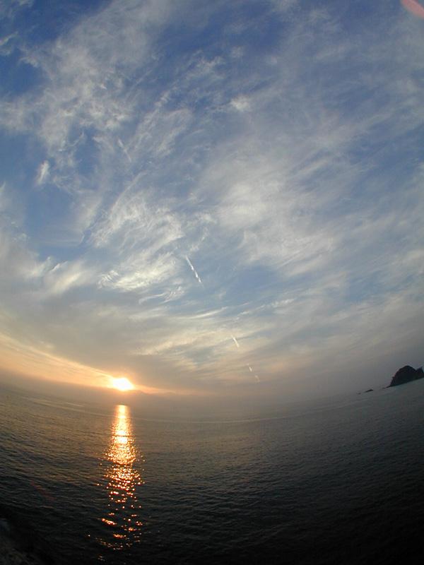 西伊豆、沢田公園露天風呂近くから観た夕陽