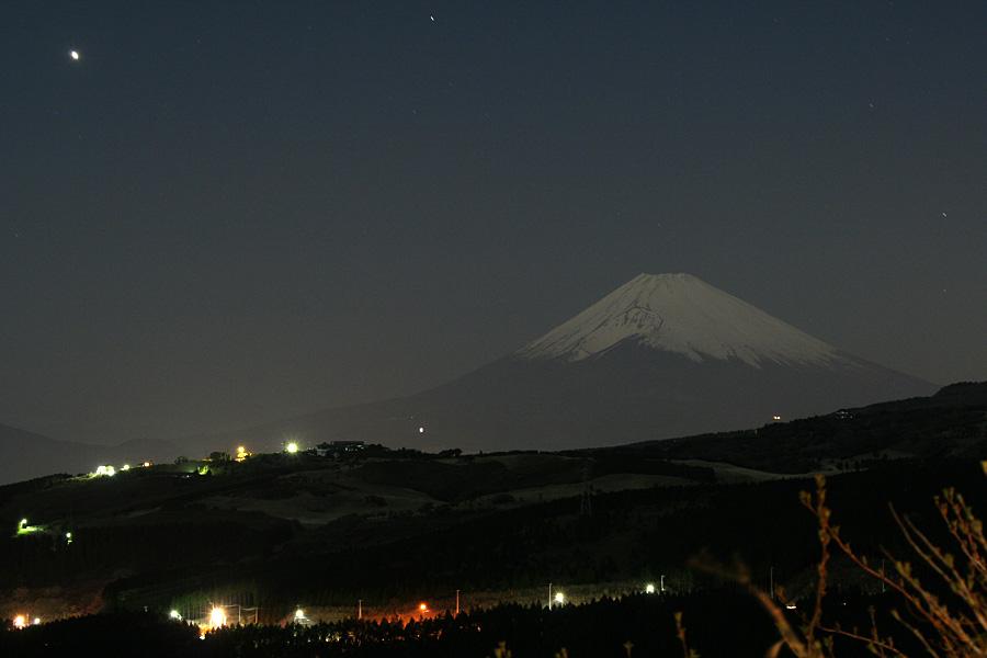 夜の富士山@箱根峠近く