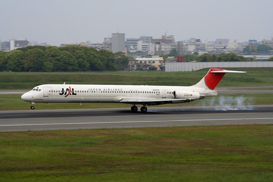 MD-81(JA8295)@伊丹空港