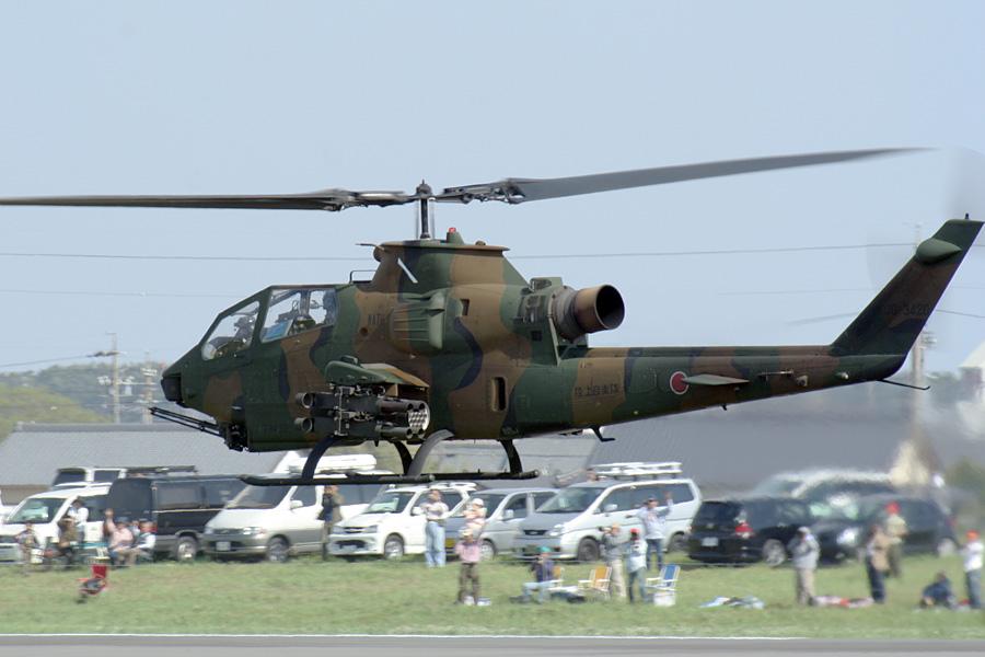 帰投するAH-1S@静浜基地航空祭2007