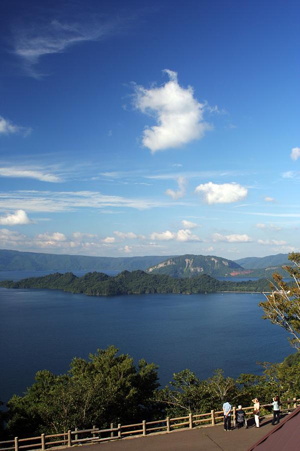 快晴の十和田湖