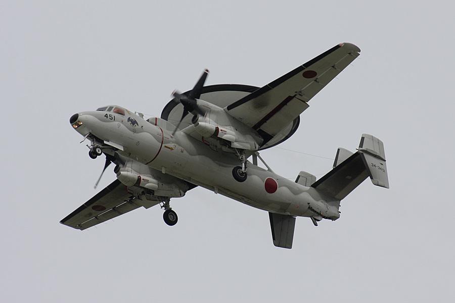 航過するE-2C