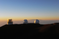 [風景][夕焼け]すばる望遠鏡とケック天文台(Keck-I,Keck-II)、遠くにマウイ島ハレアカラ