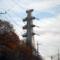 送電鉄塔も冬支度