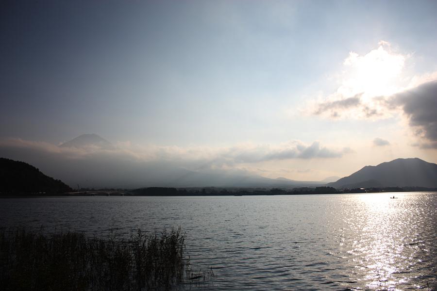 河口湖、富士山