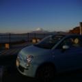 [car][風景][夕焼け]夕暮れ時のフィーちゃんと富士山