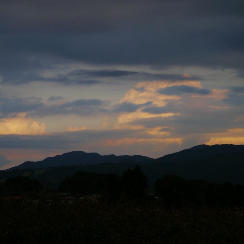 日没後の入道雲