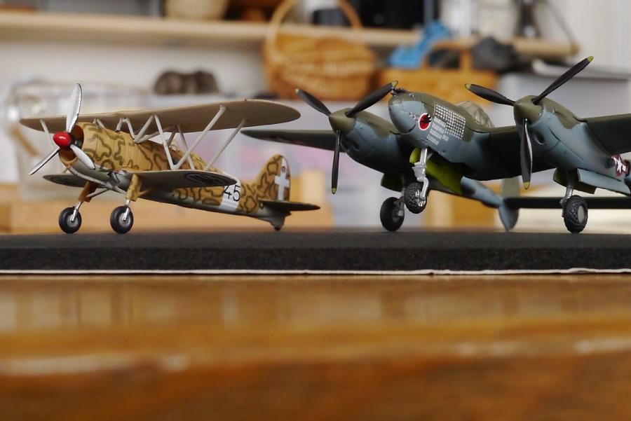 CR.42とP-38