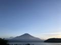 夕暮れの富士山、山中湖