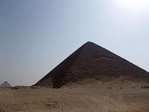 赤のピラミッド