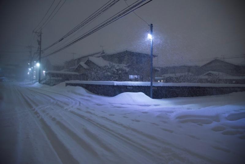 雪の夜道 1