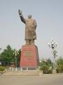 地方都市の毛沢東像。