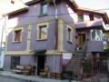 [ソフィア][ブルガリア][ホテル]ホテルの外観 2階が入口:Sofia, BULGARIA 2006/09/22